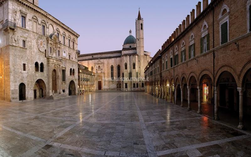 http://www.palazzodeimercanti.it/uploads/grandi/140584069594796.jpg